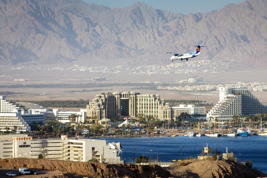 Ein Flugzeug im Landeanflug auf Eilat