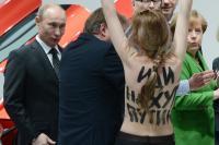 <br /><br /><br /><br /><br /> Das Chaos beginnt. Eine Demonstrantin hat sich die Kleider vom Leib gerissen, schreit den verdatterten Präsidenten an…</p><br /><br /><br /><br /> <p>