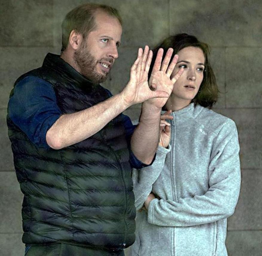 """Parfum"" director Philipp Kadelbach with Friederike Becht during the shoot"