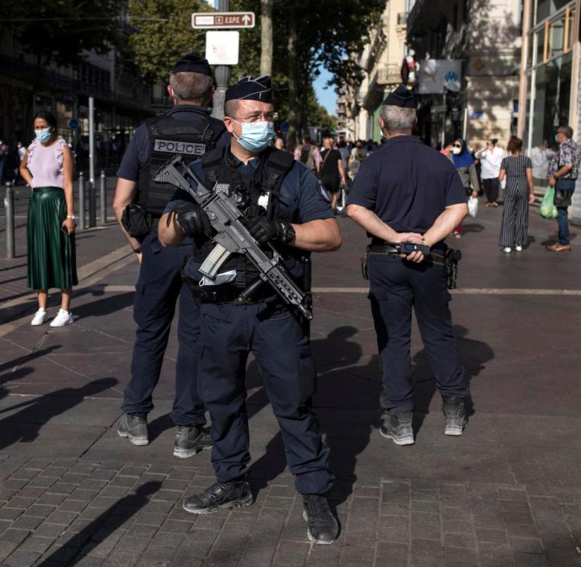 Heavily armed police officers are also supposed to enforce the mask requirement in Marseille