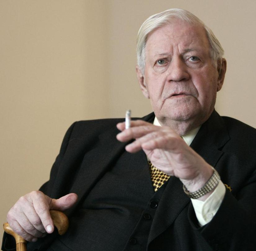 Former Chancellor Helmut Schmidt (SPD) died in Hamburg at the age of 96. He was the