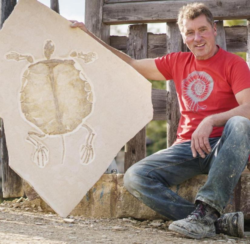 Altmühltal (Bavaria): Quarry owner Roland Pöschl shows a petrified turtle