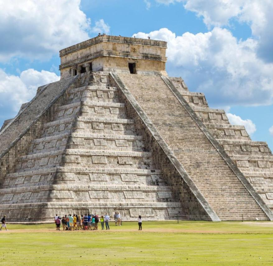 Yucatán in Mexico: The pyramid of Kukulcán with its 365 steps is part of the Mayan ruins of Chichén Itzá