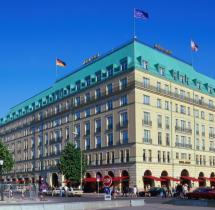 Horrmanns Hoteltest Im Adlon Haben Selbst Die Zeitungen