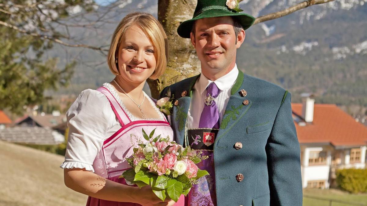Dirndl  Babybauch Biathlonstar Neuner heiratet ihren