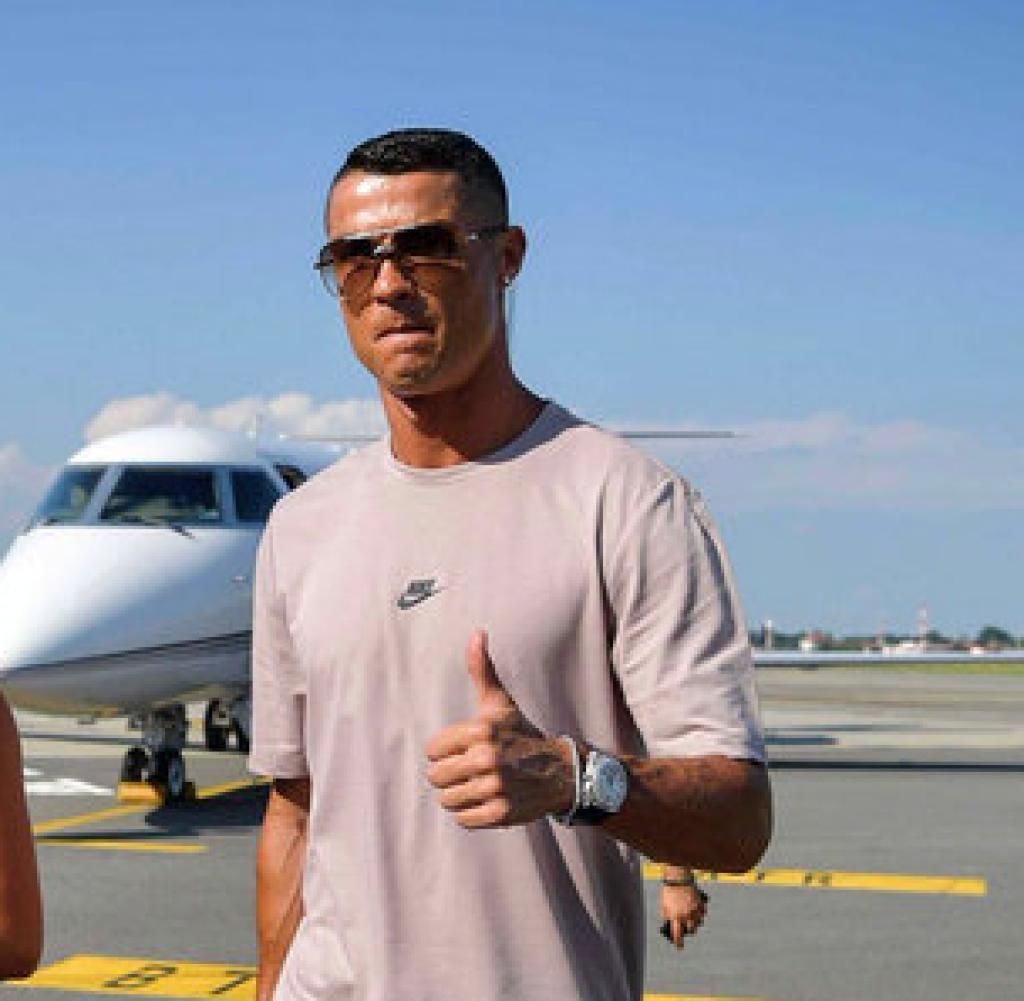 Cristiano Ronaldo schwebt im Privatjet bei Juventus Turin