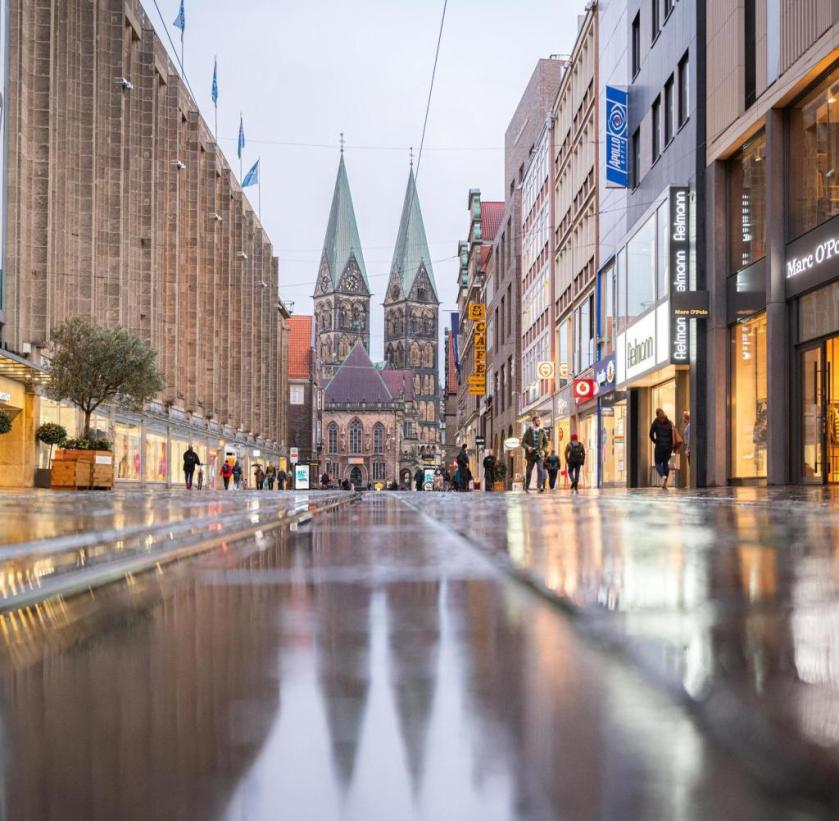 Bremen is a risk area.  Since then, the pedestrian zone has been emptying