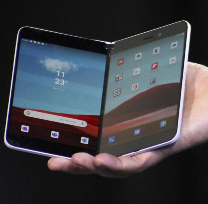 Photo taken Oct. 2, 2019 New York shows Microsoft Corp.'s foldable smartphone Surface Duo. (Kyodo) |