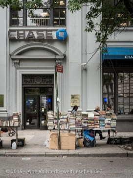 NYC - selling books