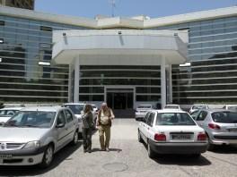 Prof. Rastan vor dem Hospital