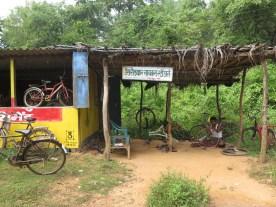 Fahrradwerkstatt am Straßenrand