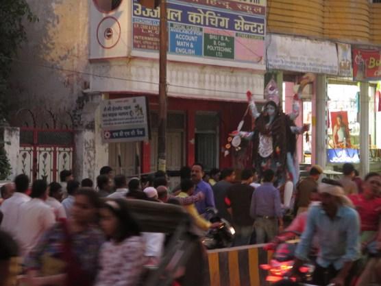 Prozession mit der Schutzgöttin Kali