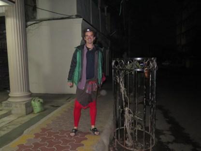 die neue Mode für nachts und draußen: Radlershirt als Hose !!