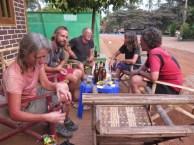Nils, und US-Radelpaar, das seit ca. 20 Jahren in Thailand und Myanmar lebt und ein sehr erfolgreiches Wasserfilterprojekt organisiert hat