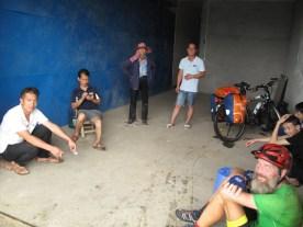 Notgemeinschaft während eines Regengusses