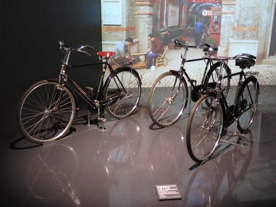 Fahrräder im Automuseum