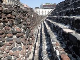 Die Tempel wurden immer wieder erweitert. Einfach außenrum gebaut