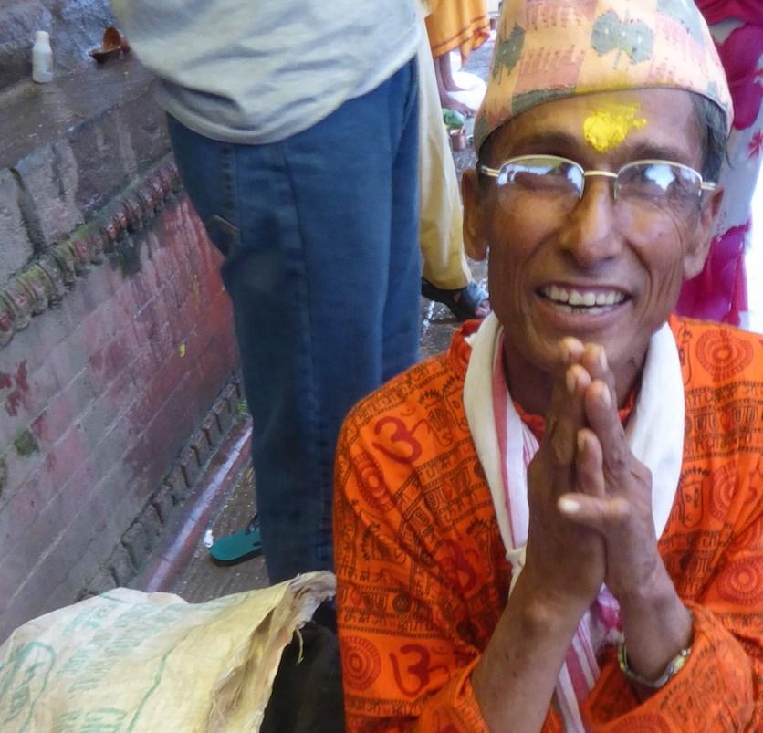 kathmandu_mann_orange