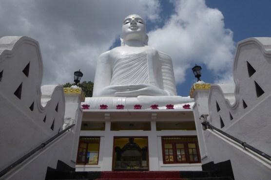 srilanka_tempel_buddha_sitzend