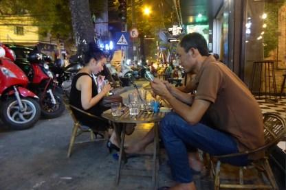 hanoi_strasse_nachts_cafe