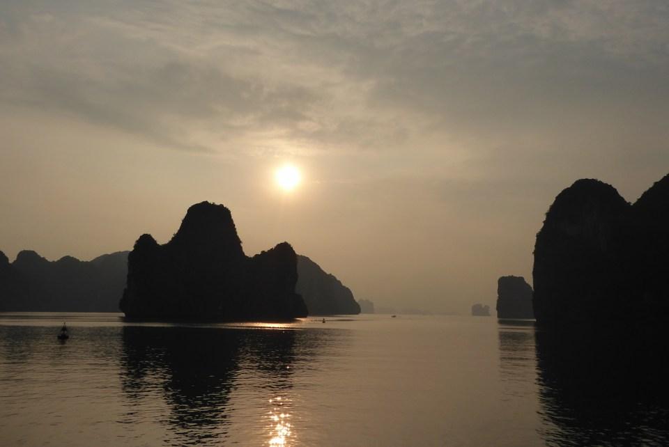 vietnam_halong_sonnenuntergang