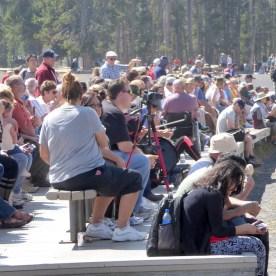 USA-Yellowstone-Nationalpark-Menschenmassen-Faithful