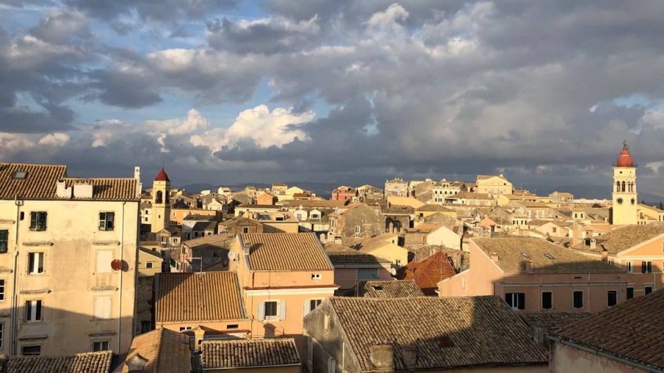 19 Monate auf Weltreise: Blick über die Dächer von Kerkyra auf Korfu