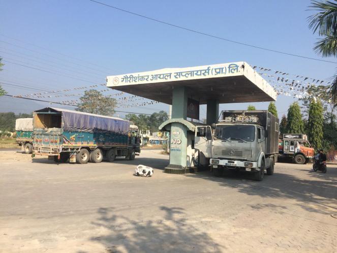 Letztes Geld in Nepal vertanken