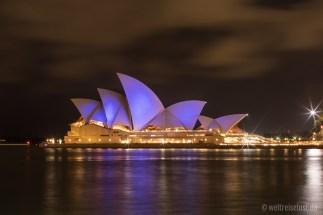 Nachts sieht die Oper impposanter aus als am Tag - Finden wir.