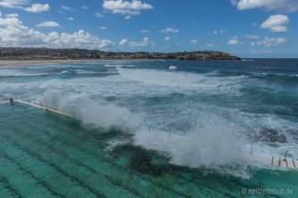Der Pool wird vom Meer mit Wasser befüllt.