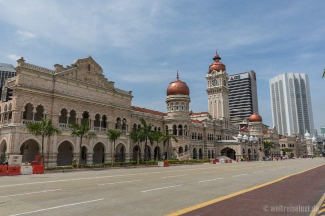 Die gesamte Gegend um die größte Moschee der Stadt, sowie das Regierungsquartier werden gerade sehr schön restauriert und sind einen Besuch wert, auch wenn es bei uns brütend heiß war.