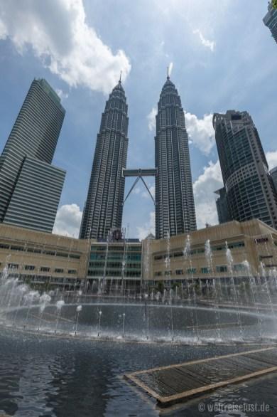 Ausblick auf die Petronas-Türme vo Park aus