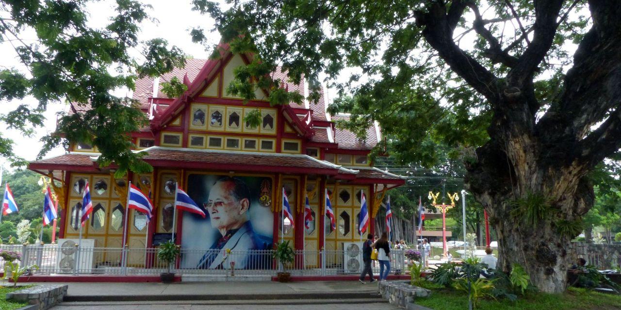 Video aus Thailand – Hua Hin – der König ist gestorben …