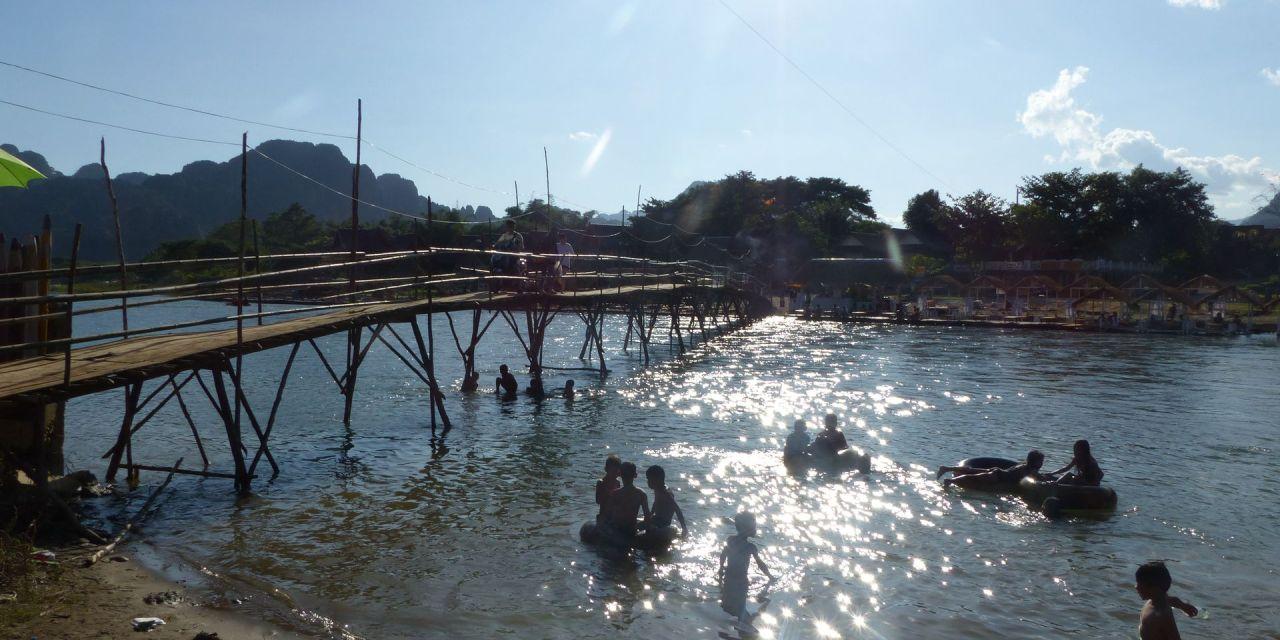 Vang Vieng in Laos – internationale Party und umwerfende Natur