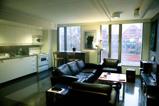 small kitchen tv black faucet for 多伦多大学 (st. george) woodsworth college 是什么样子? - 问吧
