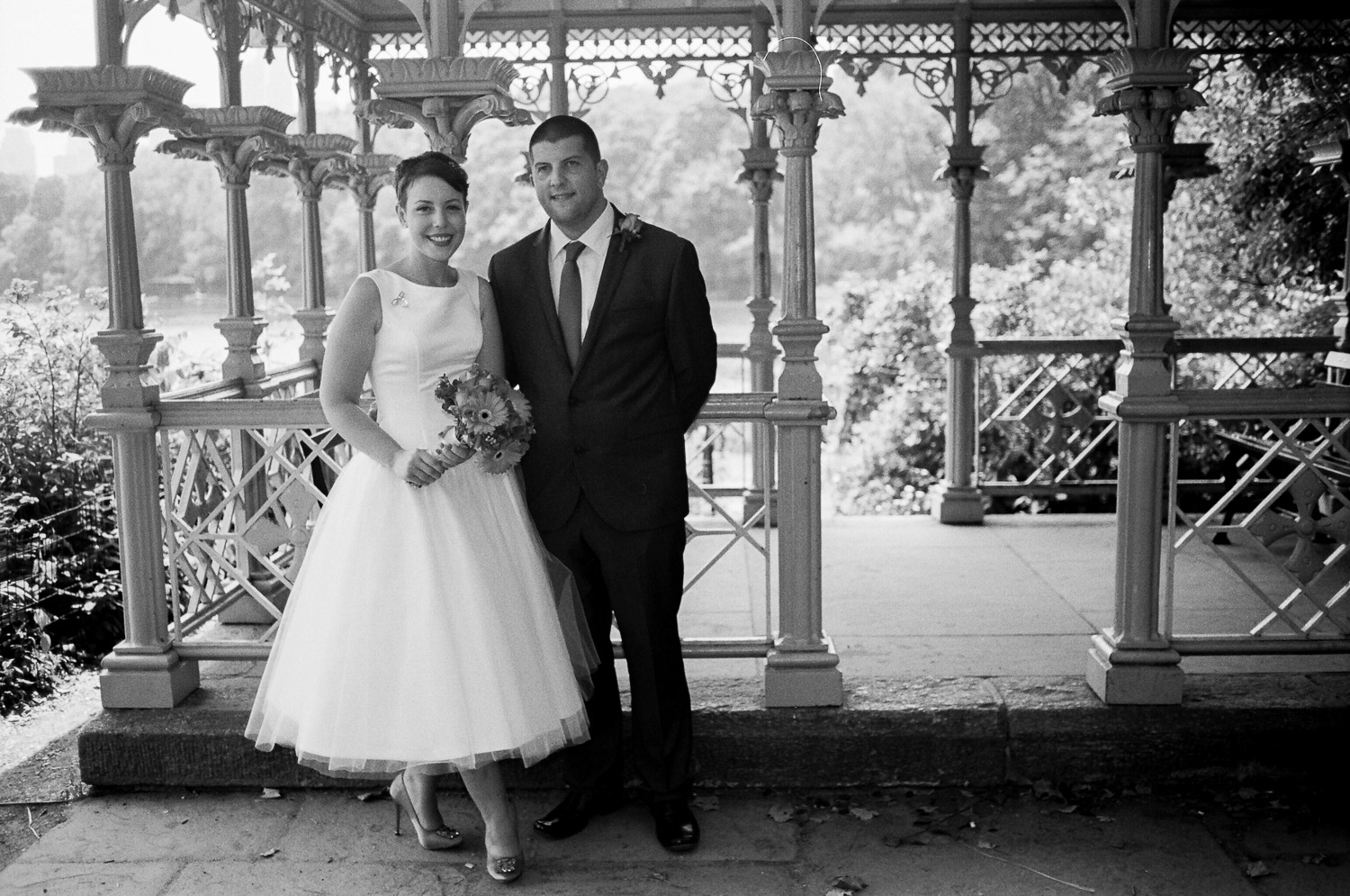 nyc central park mini wedding BNW ladies pavilion photo by wendy g photography