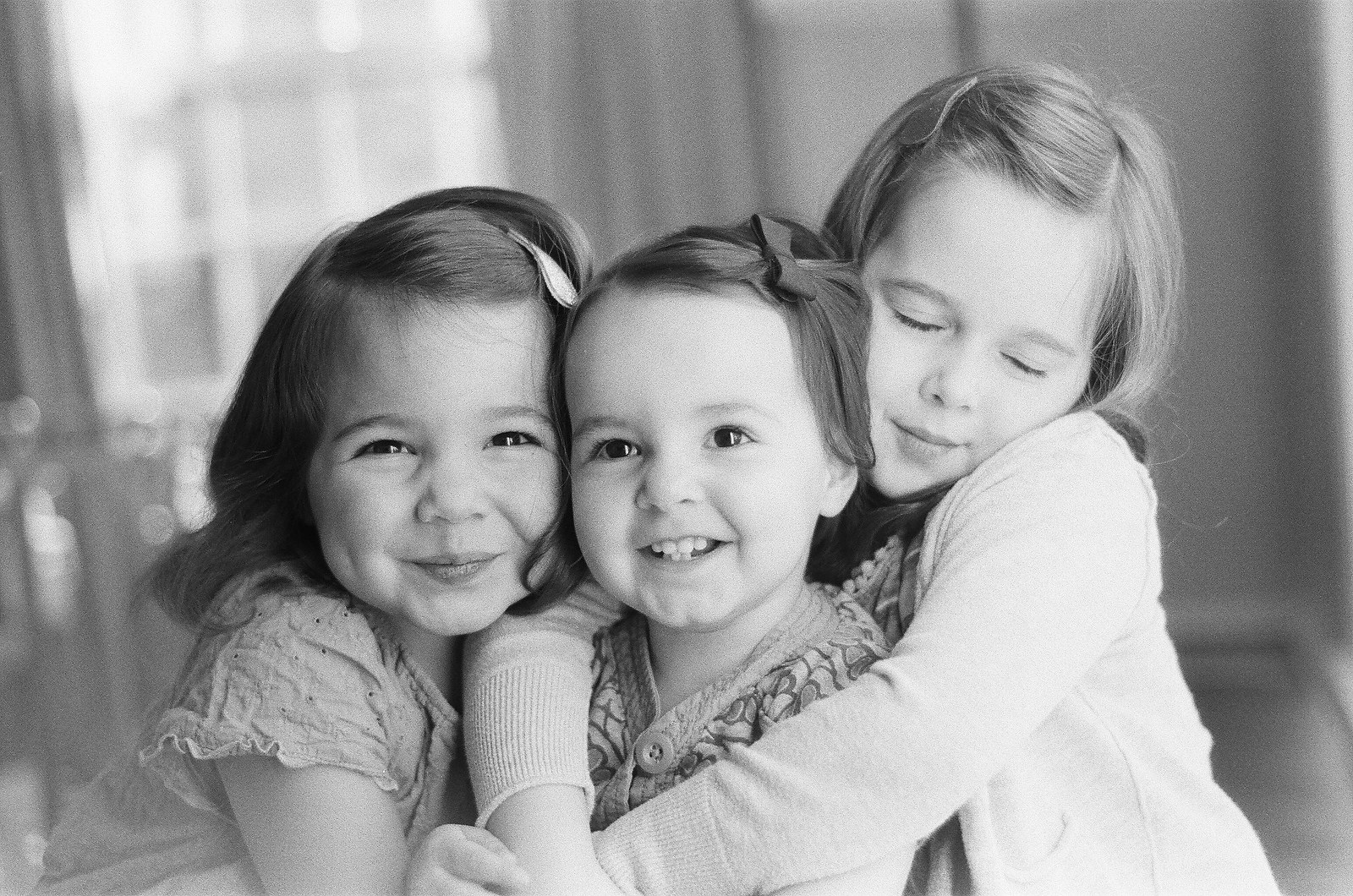 sisters photos at home by wendy g photography