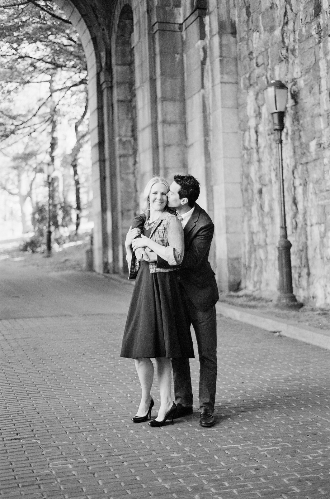 black and white photo of groom kissing fiance fort tryon park