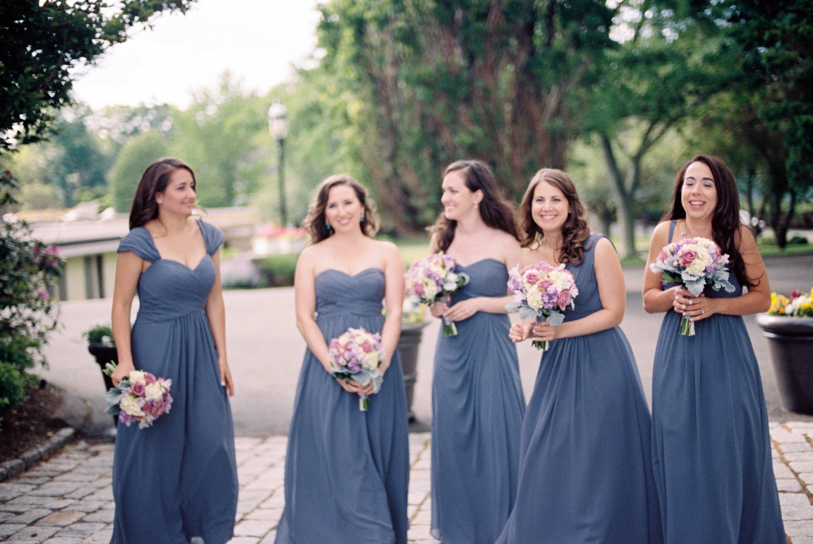 mamaroneck beach yacht club candid of bridal party by wendy g photography