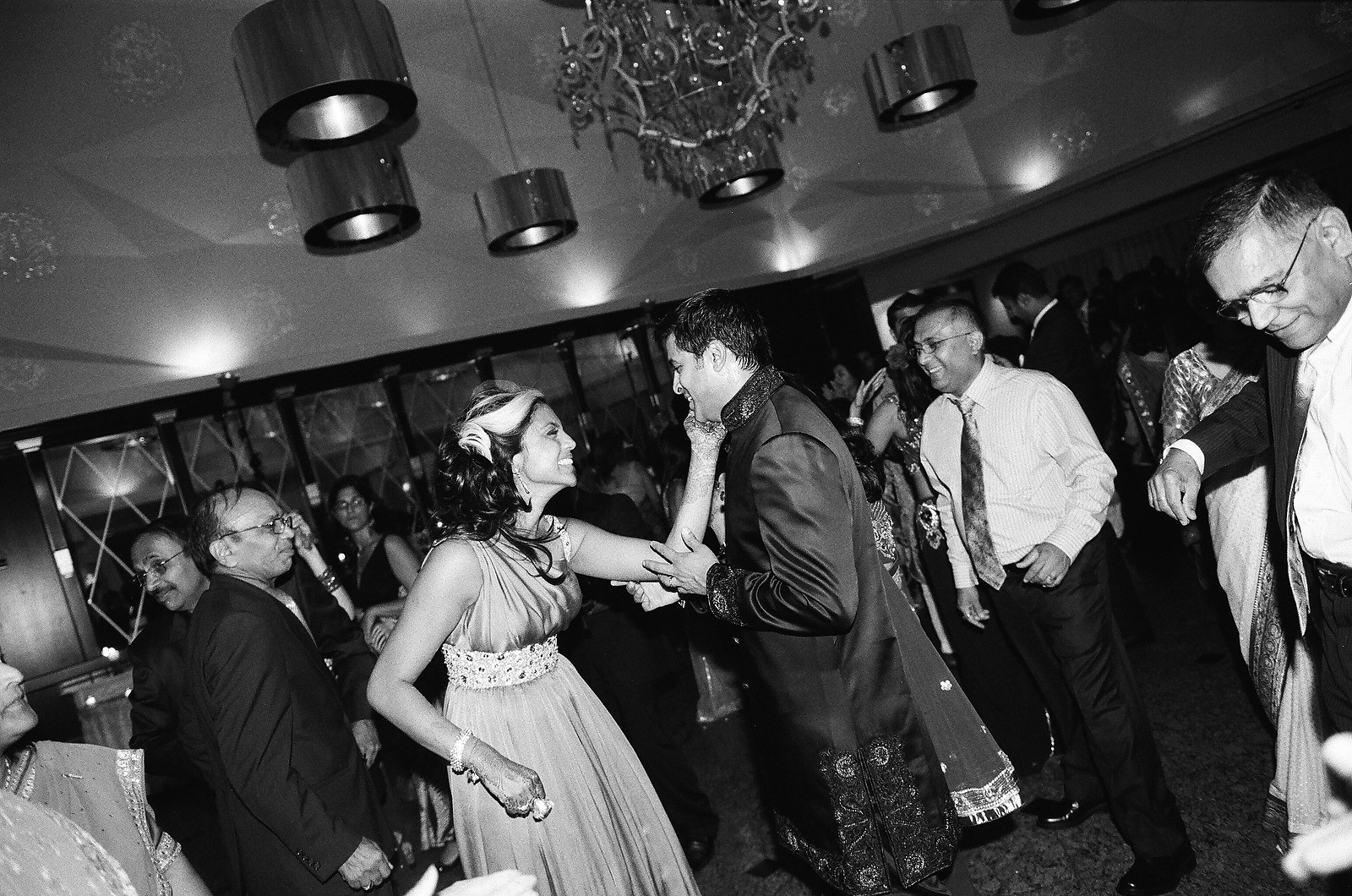 black and whit photo of wedding couple dancing
