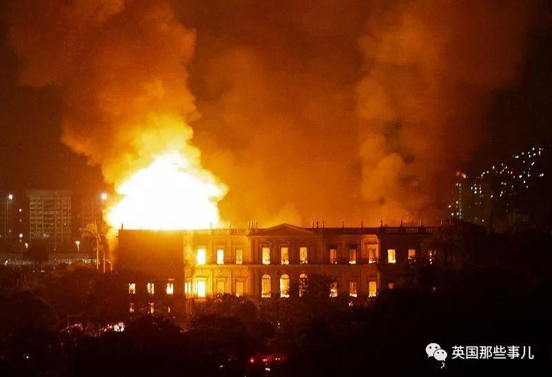 加州野火肆虐,这座博物馆却在火中岿然不动…(组图)