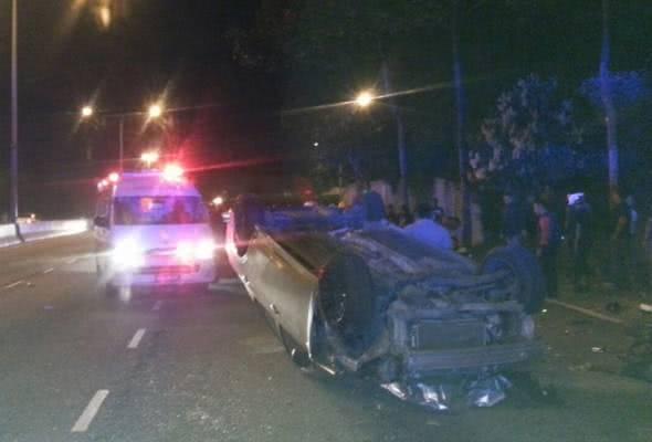 华裔女子开车撞死8名少年,法庭判决无罪释放