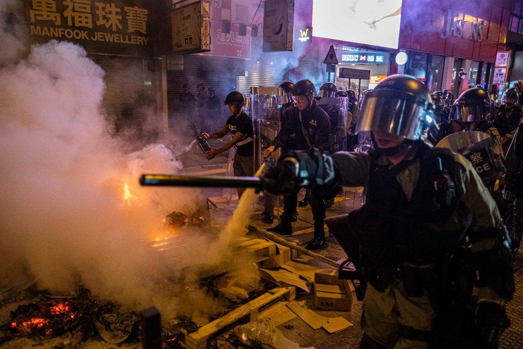香港街头对比图:冲突和日常的强烈反差(组图)