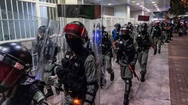 香港5示威者被当庭释放 百余港警堵庭外再抓(组图)