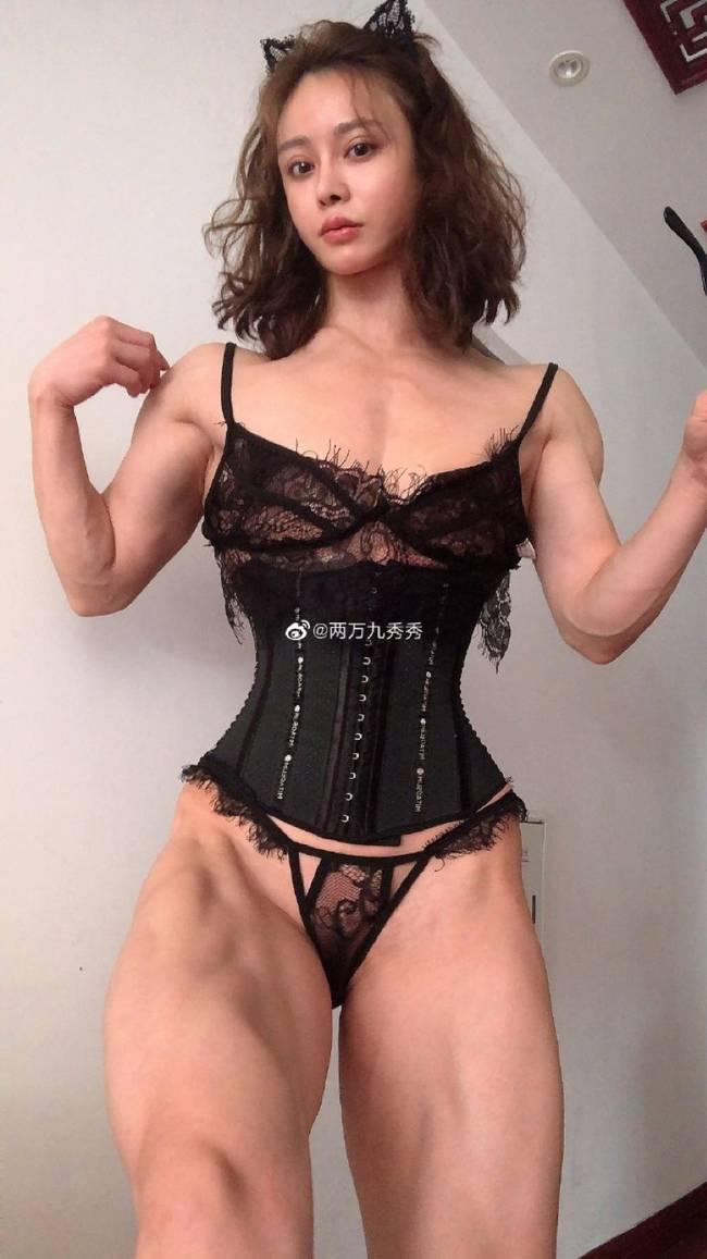 这位中国美女医生脱下衣服后 外网瞬间轰动(组图)