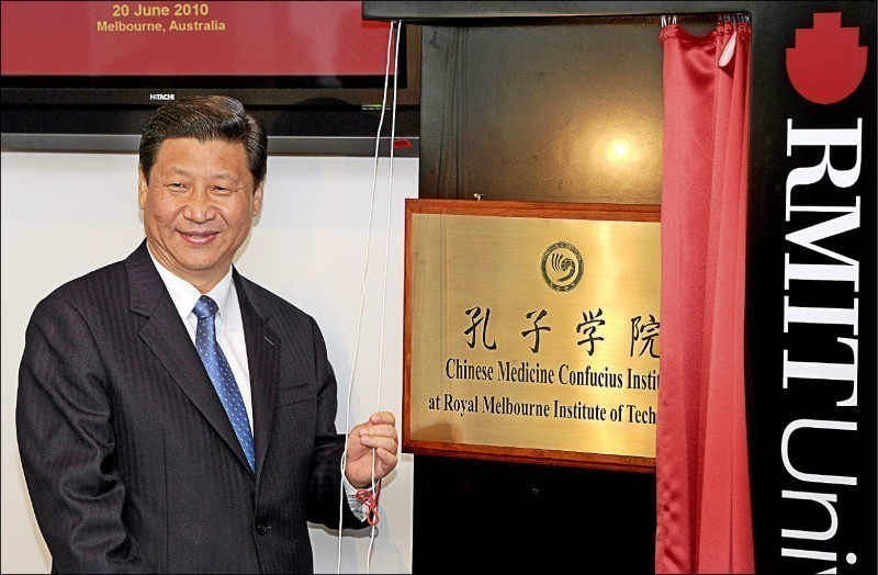中國透過孔子學院對外輸出影響力,英國議員警告,與中國建立合作關係的英國機構學術自由岌岌可危,甚至有孔子學院相關官員沒收提及台灣的論文。(法新社檔案照)