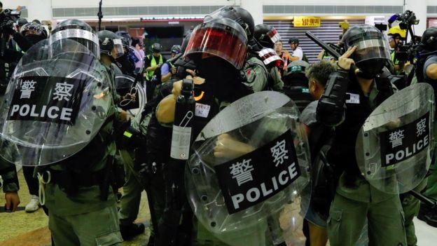 習近平與林鄭月娥會麵時沒有提到支持香港警察執法,但分析認為這不代表習近平不強調警察要製止暴力示威浪潮。