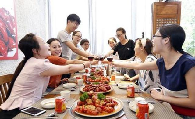"""中国的""""饭局江湖"""":高手眼中,你已经一丝不挂"""