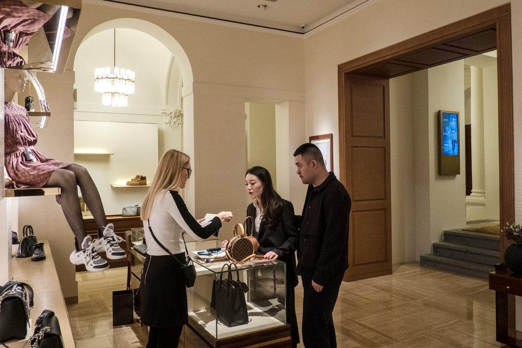 吸引中国游客前往布拉格的豪华旅游项目集中于巴黎街的名牌精品店。