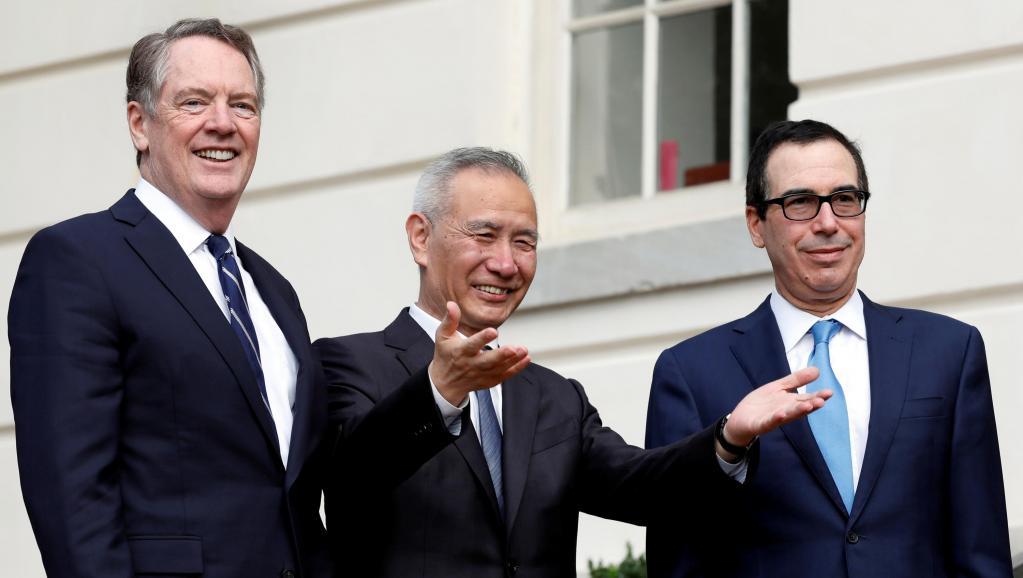 中国贸易谈判牵头人刘鹤与美国贸易代表莱特希泽及美国财长姆努钦资料图片